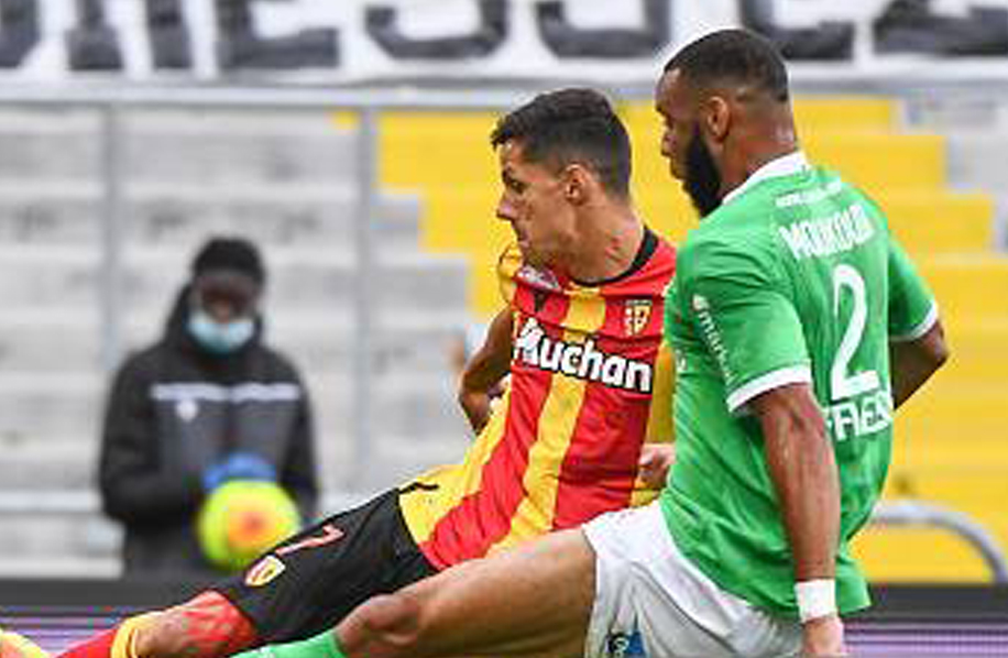 Saint Etienne s'incline face à Lens malgré le but de Moukoudi